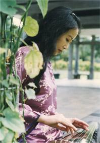 Mingmei_playing